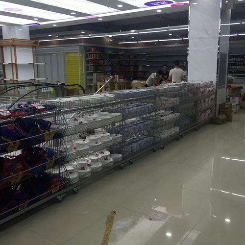 Metallic Supermarket Display Corner Wire Storage Baskets / Metal Wire Baskets